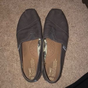 Toms beige/brown original slip on shoes.
